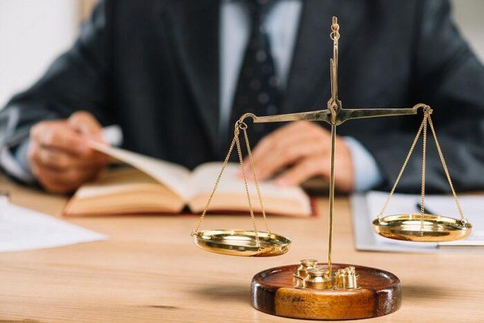 وکالت وکیل دادگاه قاضی 1 700x467 - بهترین وکیل اصفهان از نظر مردم